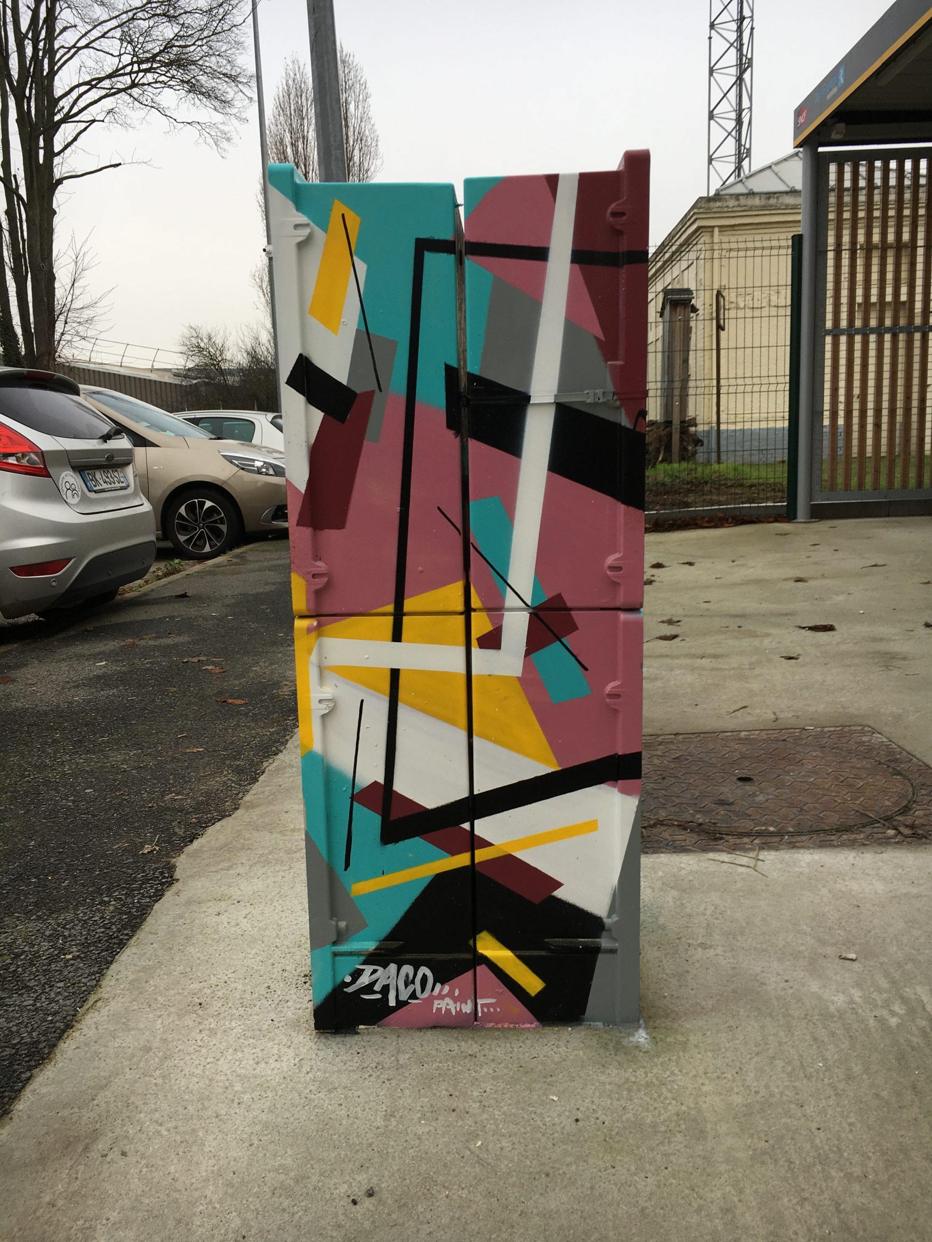 Fresque Graffaune Graffiti construction abstraite réalisée par Daco