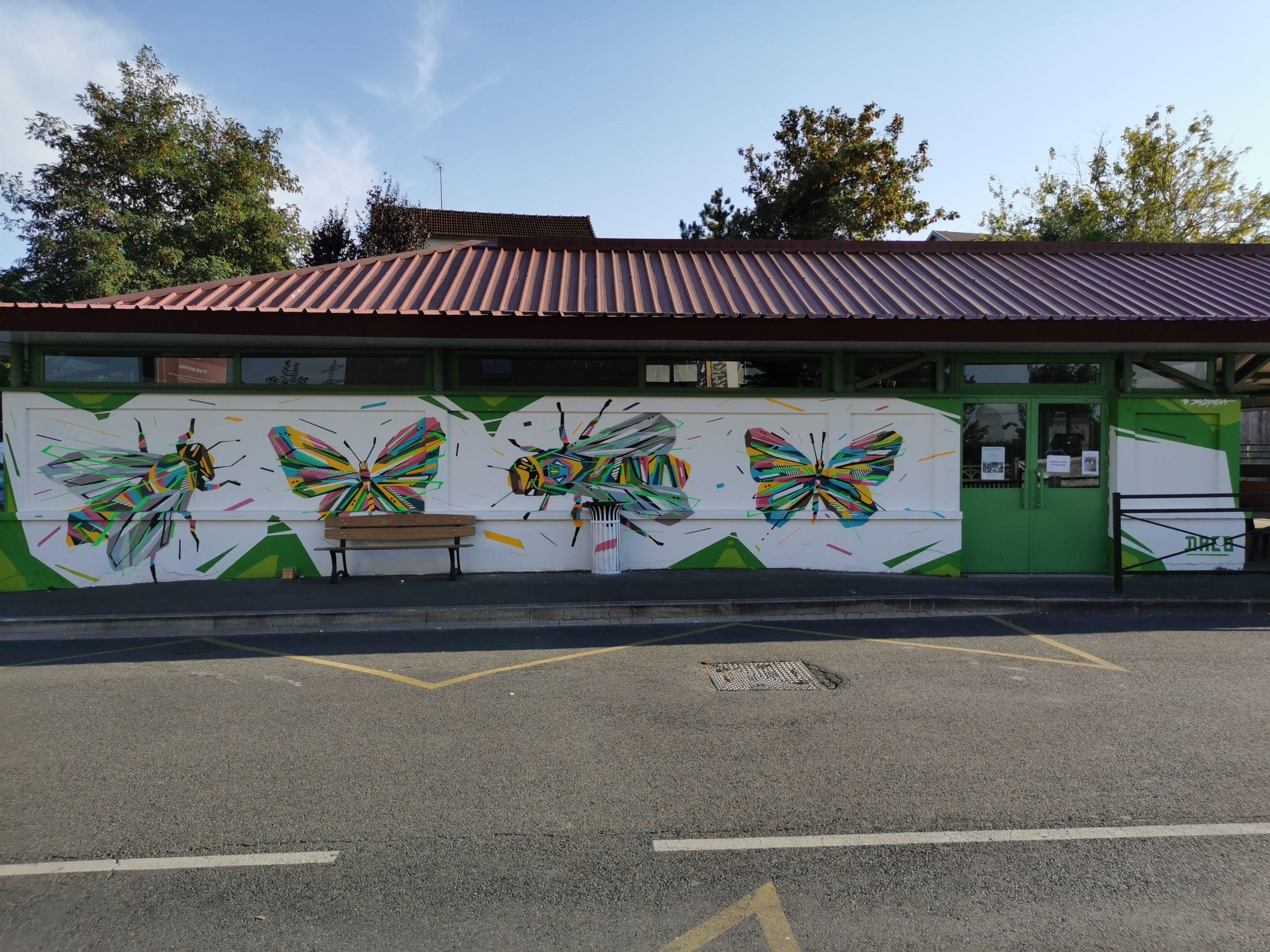 Fresque Graffaune Graffiti abeilles papillons réalisée par Daco